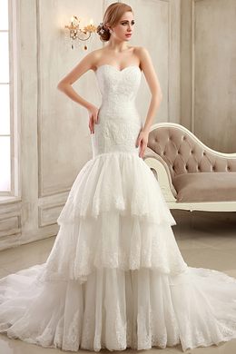 Sheath/Column Strapless Chapel Train Tulle Wedding Dress with Ruffles