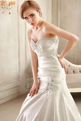 Sheath/Column Strapless Chapel Train Elastic Satin Wedding Dress with Appliques