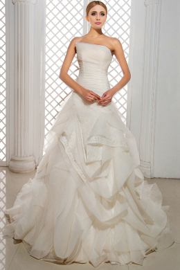 A-Line/Princess Strapless Court Train Chiffon Wedding Dresses With Pleats