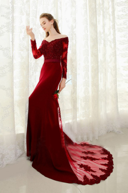 Sheath/Column Off-Shoulder Sweep Train Satin Evening Dress with Appliques