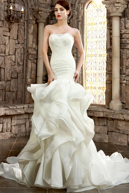 Sheath/Column Strapless Chapel Train Organza Wedding Dress with Ruffles