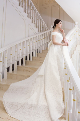 A-Line/Princess Lace Court Train Famous Wedding Dress Designers
