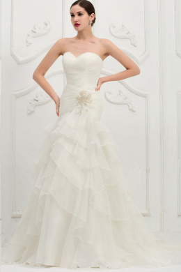 Trumpet/Mermaid Strapless Sweep Train Organza Wedding Dress with Appliques