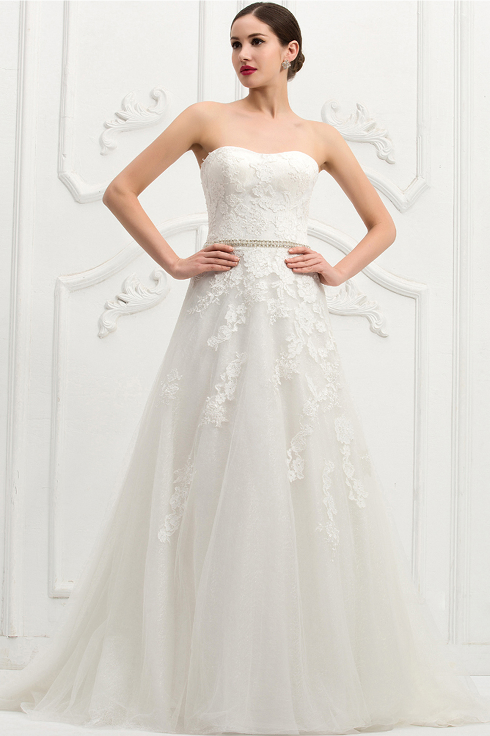 A-Line Strapless Chapel Train Tulle Wedding Dress with Appliques