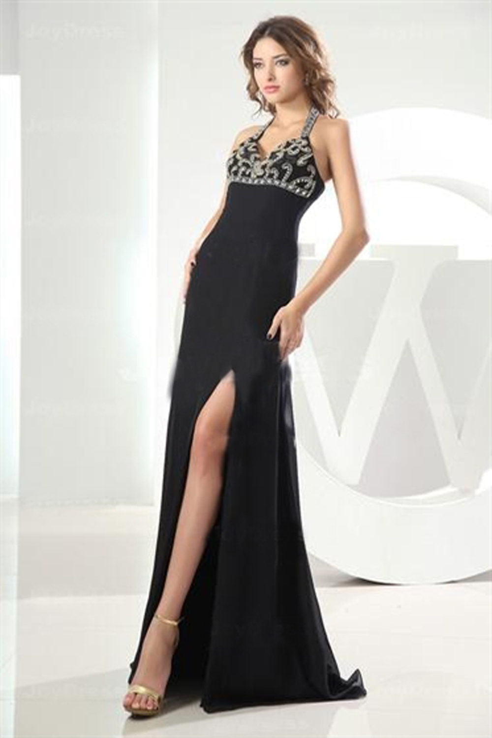 A-Line/Princess Halter Floor Length Chiffon Prom Dress with Beads