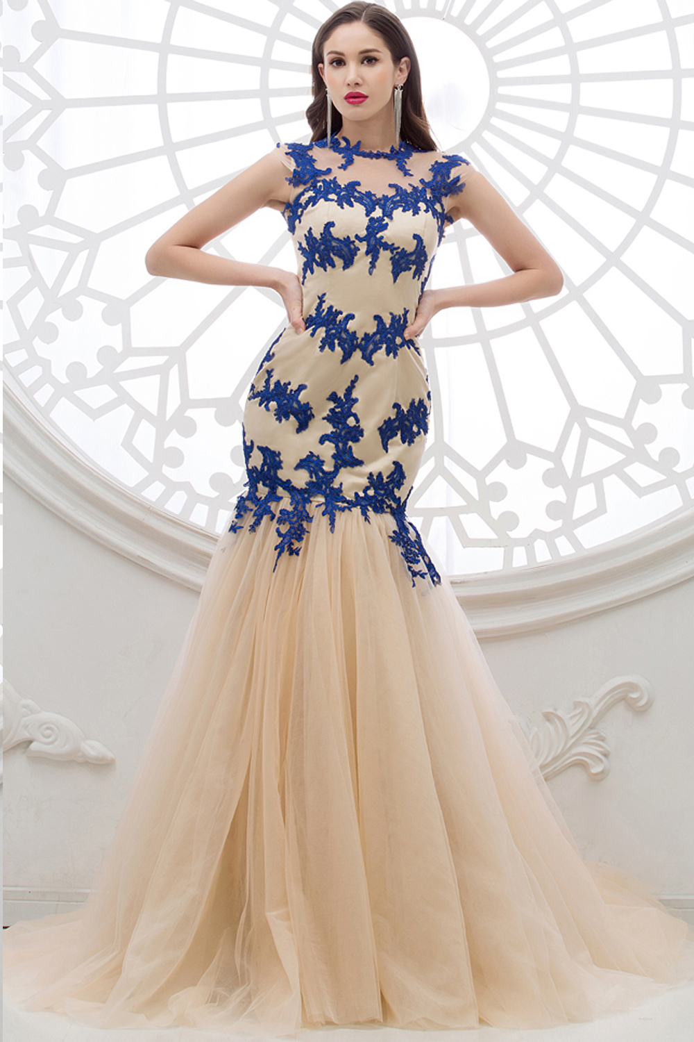 Sheath/Column Jewel Neck Floor Length Tulle Evening Dress with Appliques