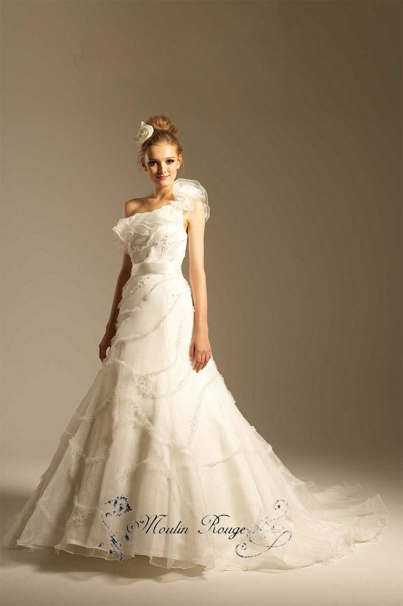 The best selling fashion design wedding gowns beautifull for Woman in wedding dress