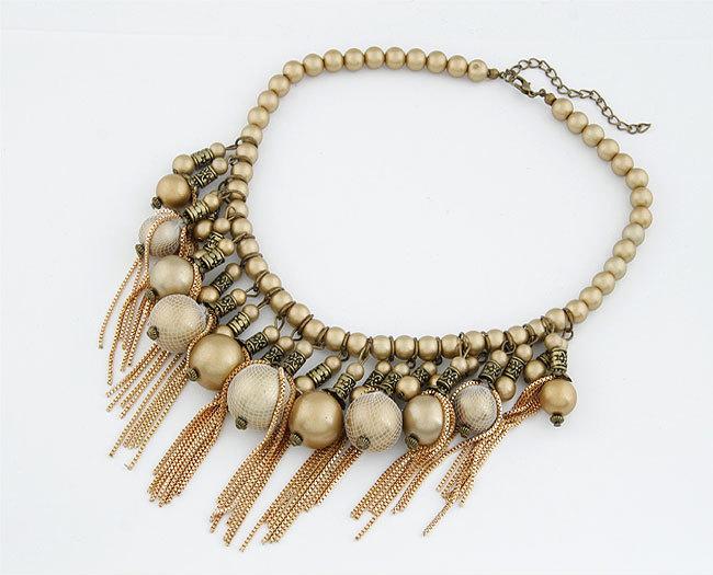 Moda tendencias temperamento hermoso Golden granos corta cadena borla collar vintage mujer moldeada gargantillas venta por