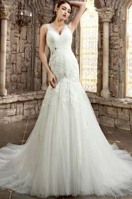 A-Line/Princess V-Neck Chapel Train Tulle Wedding Dress with Appliques