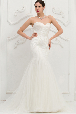 Trumpet/Mermaid Strapless Sweep Train Tulle Wedding Dress with Beadings