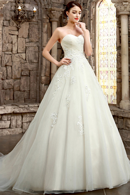 A-Line/Princess Sweetheart Court Train Tulle Wedding Dresses With Applique