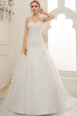 A-Line/Sheath Strapless Court Train Tulle Wedding Dresses With Applique