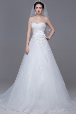 A-Line/Princess Strapless Floor-Length Tulle Beach Wedding Dress with Appliques