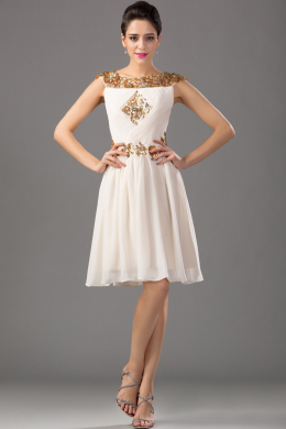 A-Line/Princess Jewel Neck Knee Length Chiffon Cocktail Dress with Beadings