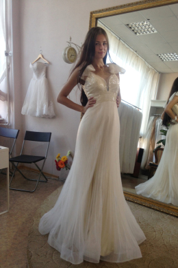 Sheath/Column Tulle Sweep Train New Wedding Gown Designs