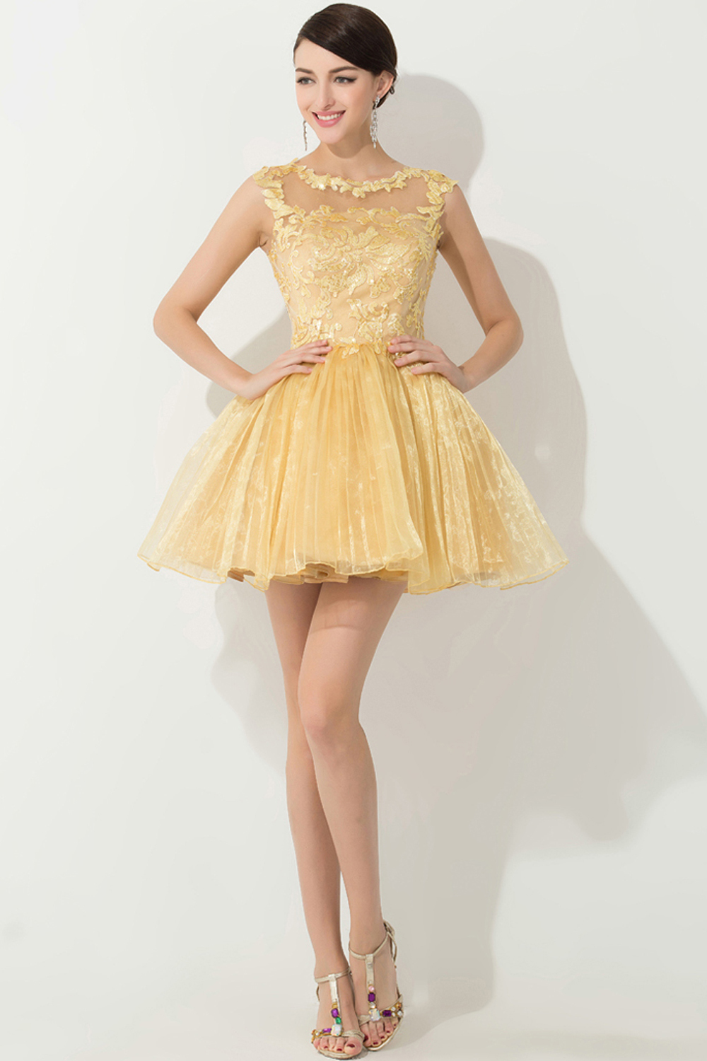 A-Line/Princess Scoop Neck Mini-Length Tulle Cocktail Dress with Lace